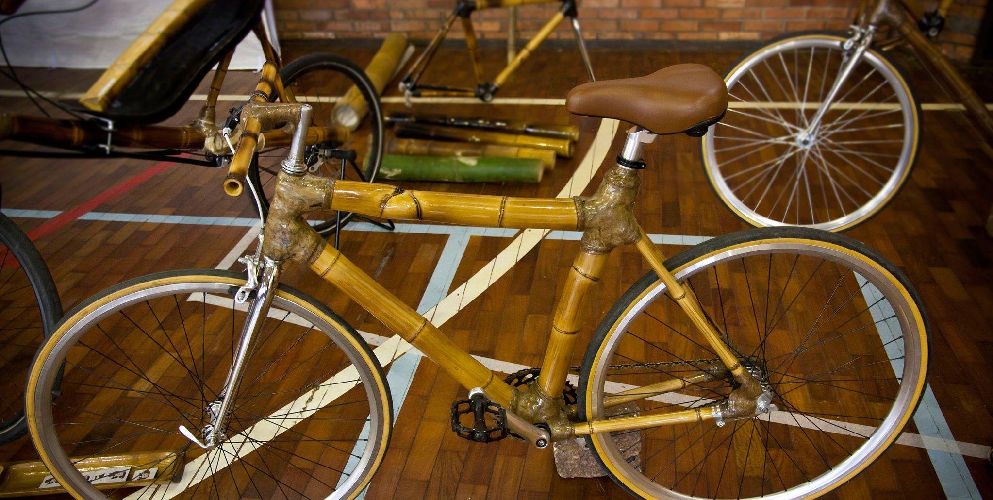bicicleta_de_bambu_urbana_para_deslocamentos_rápidos_no_dia_a_dia,_handmade_bamboo_bike_by_ArtBikeBa