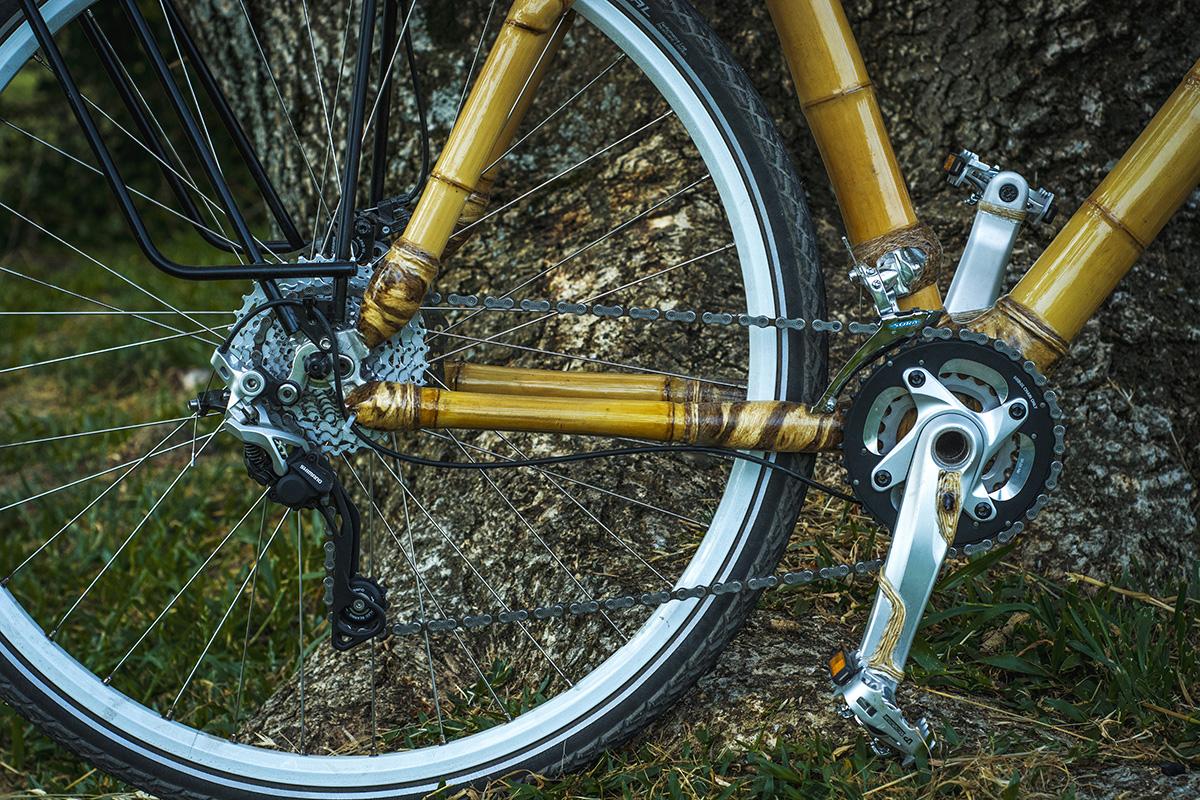 uma bicicleta de bambu personalizada, hand made bamboo bike by ArtBikeBamboo