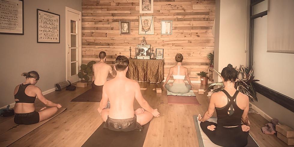 Taller presencial de iniciación al Yoga (SABADO 10:00)