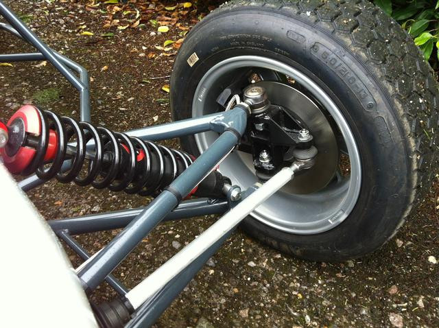 Inside_front_wheel_and_suspension_arms9.