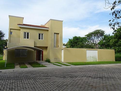 Casas RENTA Manzanillo - La Higuera.JPG