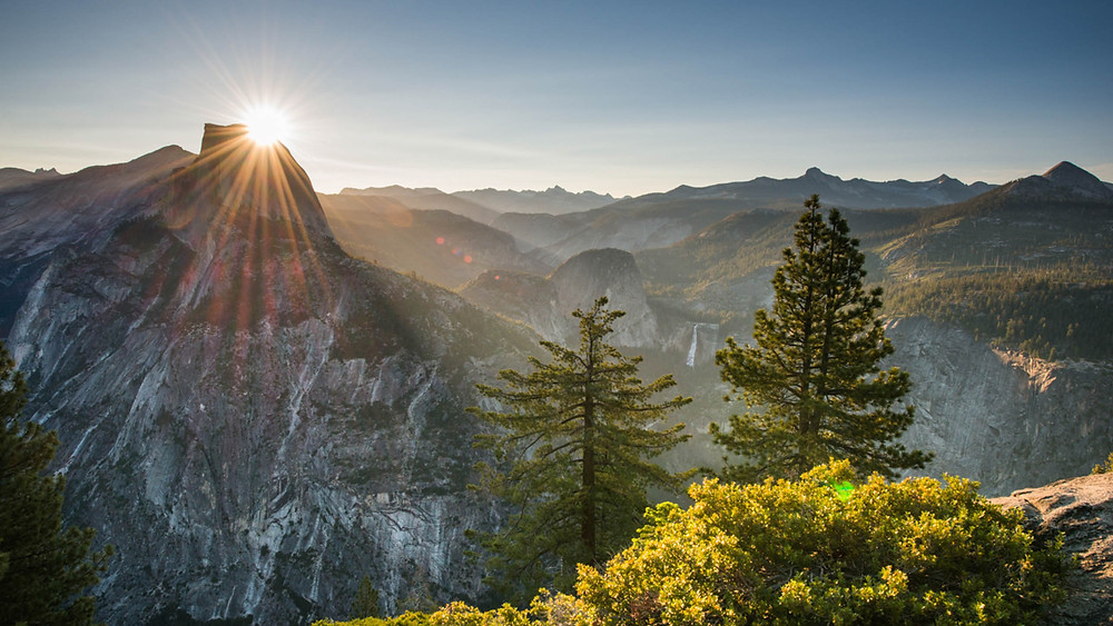 Hike through Yosemite