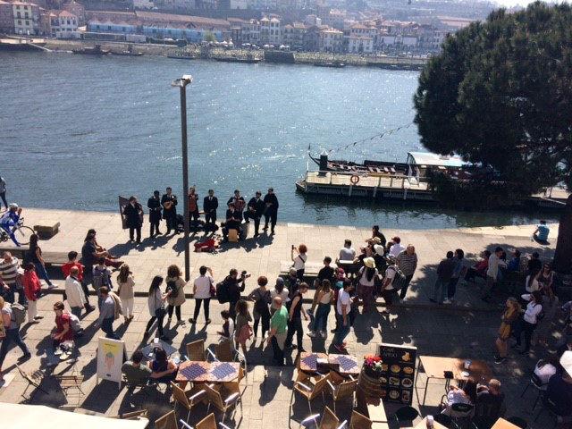 Riverside entertainment in Porto