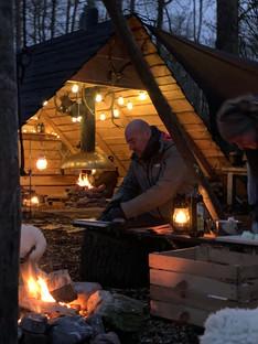 hut vuurhut wild boshut jachthut veluwe vuur kampvuur hout bos buitenleven buitenkok
