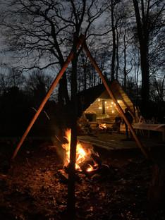 jachthut bos buiten vuur kampvuur wild veluwe