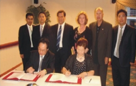 中国重庆市委组织部部长陈存根博士率团与USCEC签署合作协议 Dr. CHEN Cungen, The Head of Chongqing Municipal Party Committee Organization Department Sign Partnership MoU with USCEC