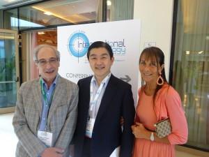 学会会長の Prof. Luigi Solbiatiの奥様(右側)およびDr. Balestriと