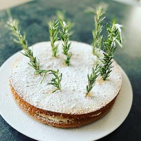 Weihnachtstorte mit Orangen-Mascarpone-Topfencreme