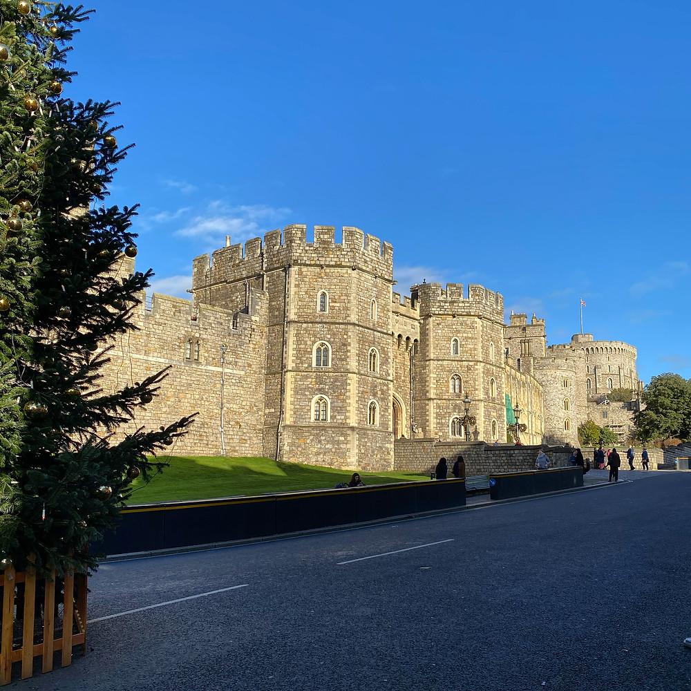 Essa é a fachada do Castelo de Windsor onde o príncipe Harrry casou com Megan Markle (Foto: Divulgação)