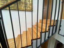 Dubové schody v rodinném domě