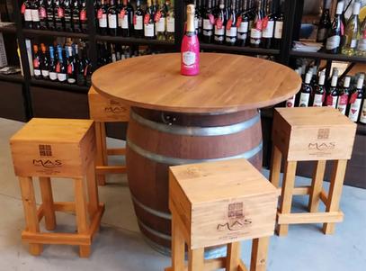 Barový stolek ze sudu na víno