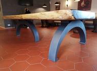 Stůl ze dřeva Suard pro restauraci Stodola Herink