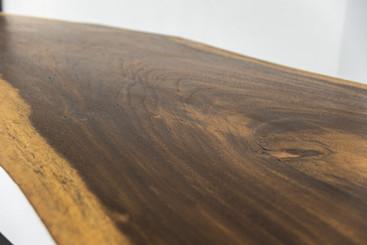 Detail akáciového stolu.jpg