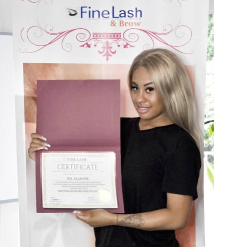 Lash Graduate