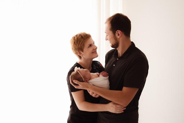 naturalne-sesje-noworodkowe-fotograf-slu