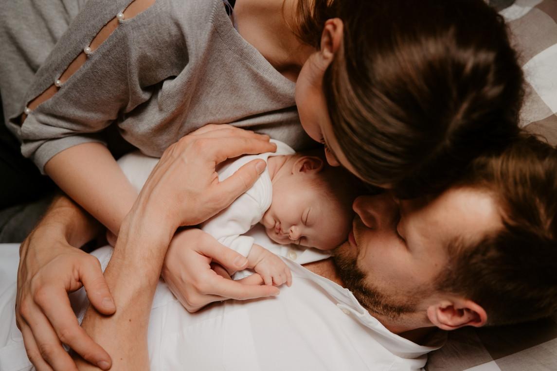 sesja-noworodkowa-w-domu-sesja-lifestyle