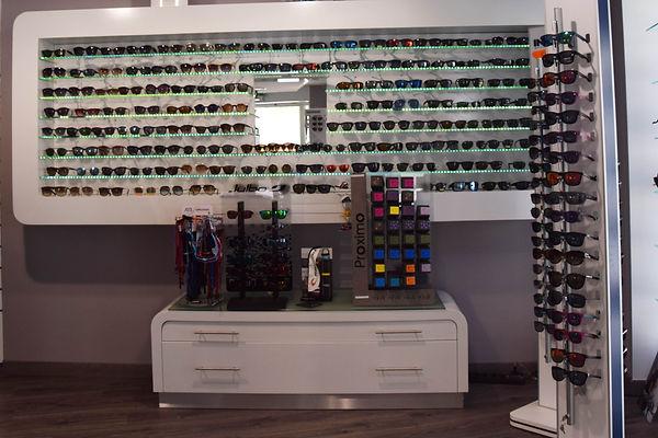 Vous trouvererez en magasin Amandine Optique à Gignac : loupes grossissantes, lunettes loupes, cordons, produits d'entretien Optinett, Novacel