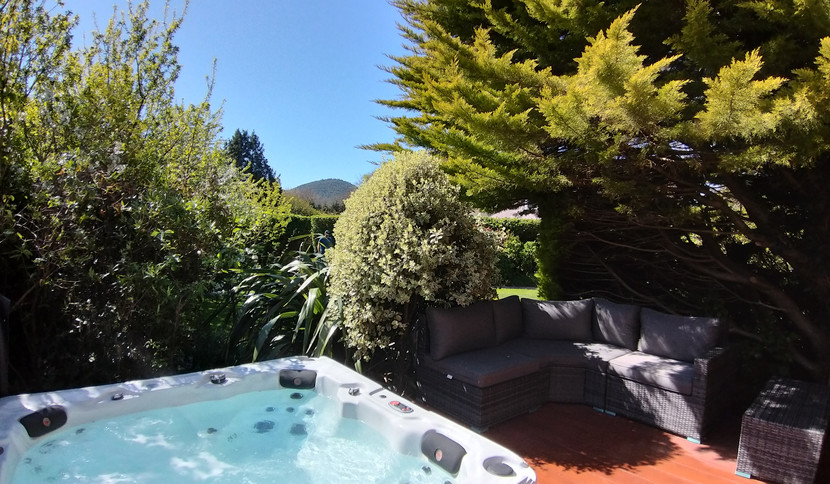 Hillingford's outdoor hot tub