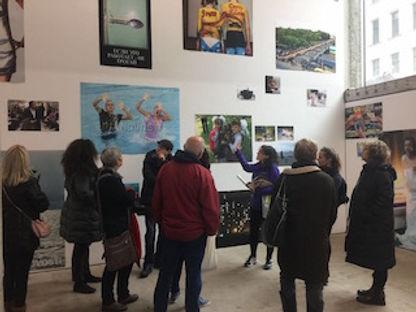 הצטרפו אלינו לסיורי הגלריות שלנו בכדי להכיר מקרוב את סצינת האמנות הברלינאית!