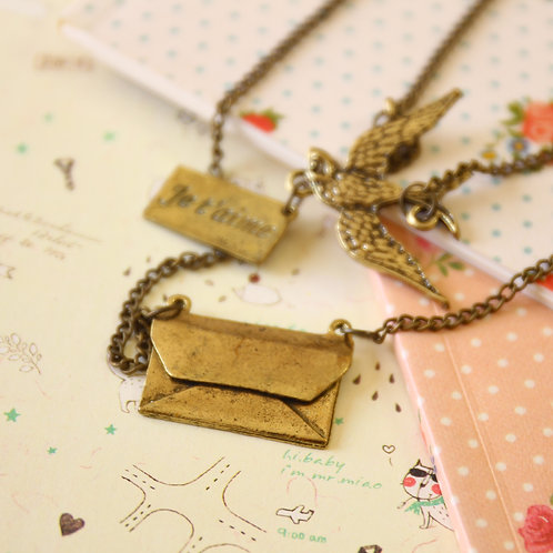 mail bird novelty necklace