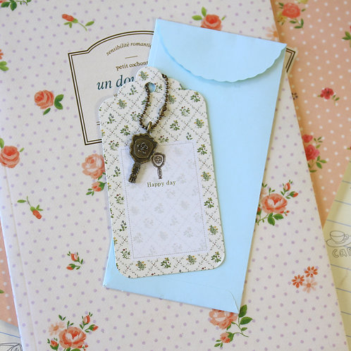 fan charm and scallop gift tag
