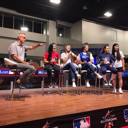 Lauren Chamberlain at MLB Fan Fest