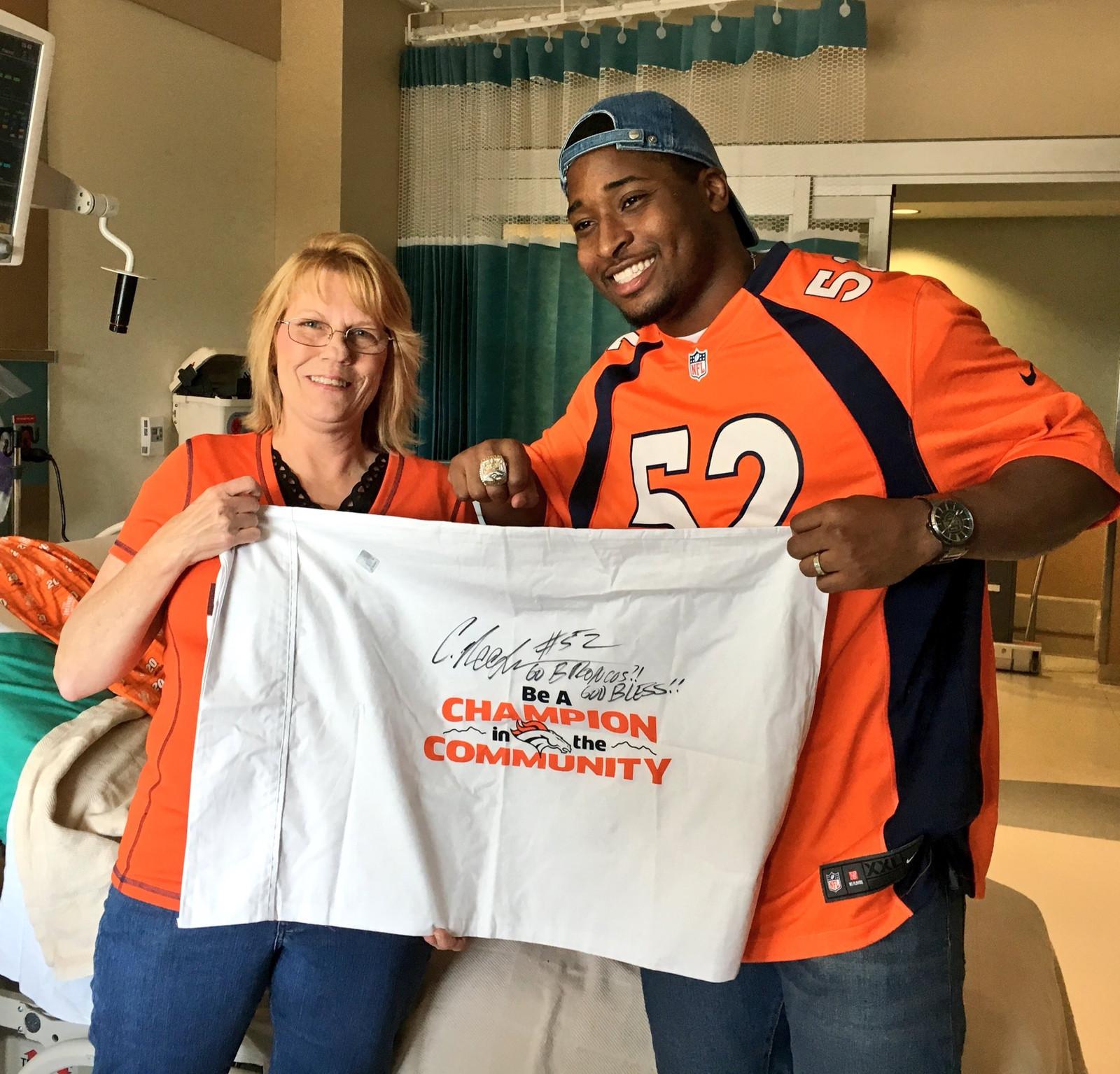 separation shoes 464d2 4a380 Corey Nelson visits Children's Hospital