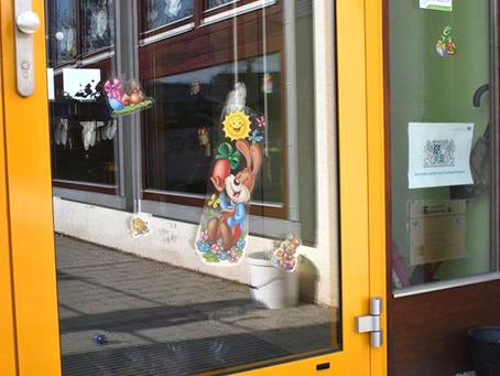 Identitärer Osterhase besucht Kindergarten in Markt Schwaben