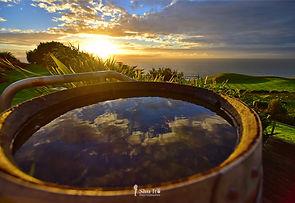 ワイン樽と夕日