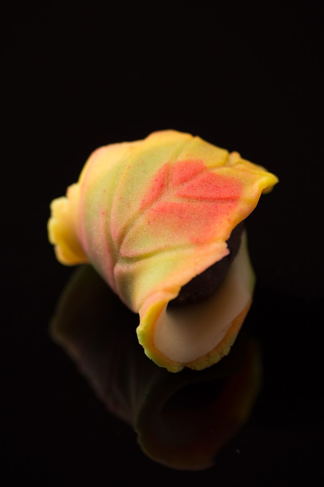 和菓子を反射板の上でマクロ撮影|福岡のフードカメラマン
