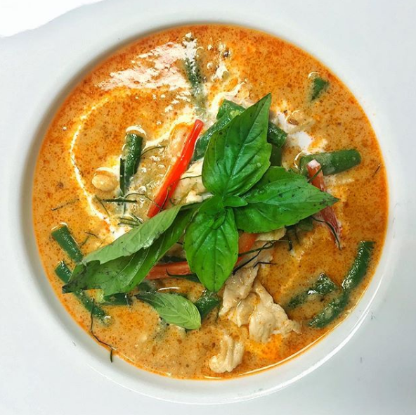 Panang curry with long green beans, chicken and bell peppers