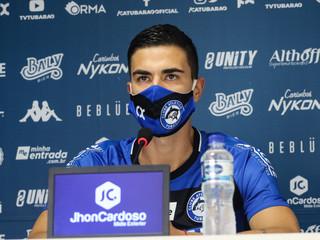 Formado no futebol gaúcho, o catarinense Zé Augusto é apresentado oficialmente