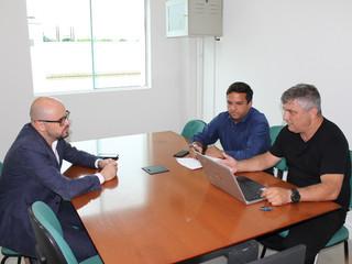 Luiz Henrique e Rondinelli se reúnem com diretor de arbitragem