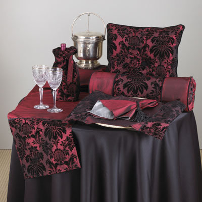Damask Dinner Runner Set