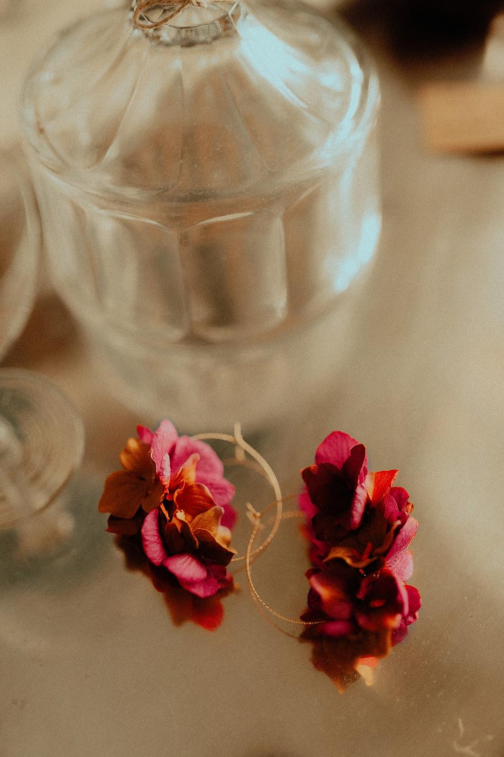 Boucles d'oreilles Simone fleurs en papier et fleurs stabilisées