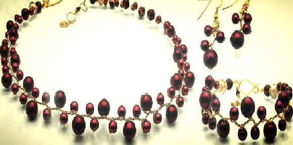 The Pod Red Necklace Set