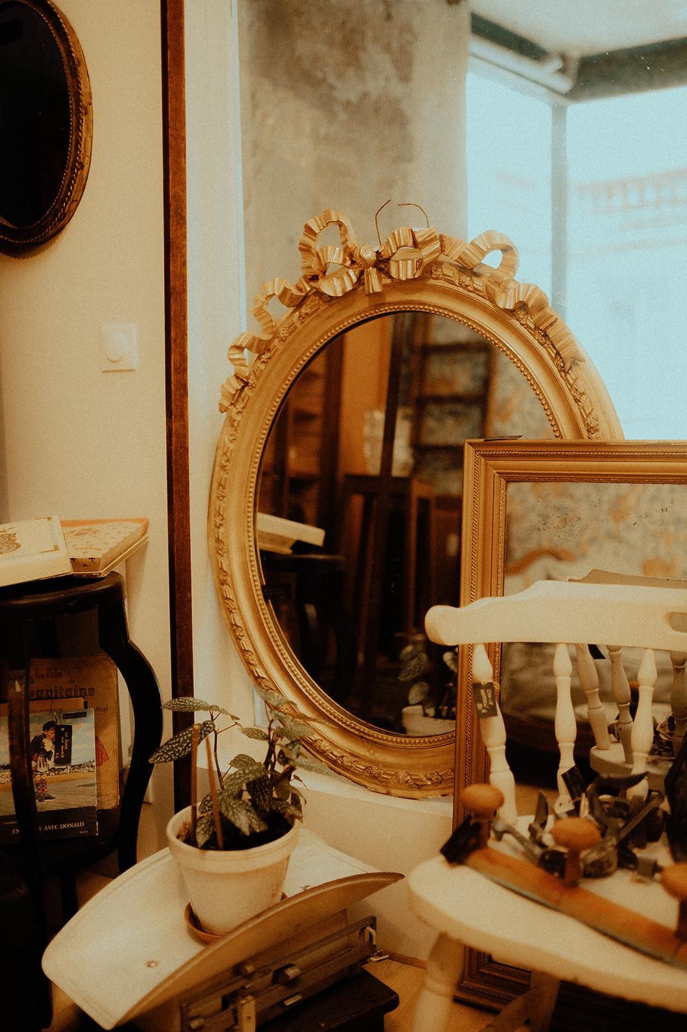 Jolie miroir baroque chez La Vitrine Brocante à Toulouse