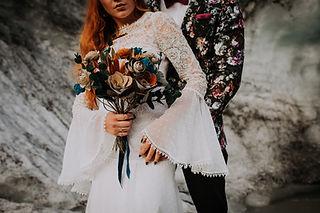 Bouquet de fleur, décoration en papier, coiffe et accessoire floral en papier pour les mariées