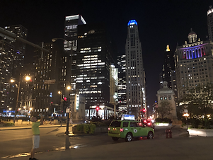 downtown chicago at night2.HEIC