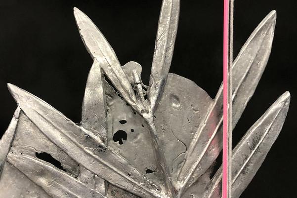 Laurier, 2019. Lead, cotton, Polyvinyl chloride, charcoal, flowers. ART3, Valence.  ©Phoebé Meyer