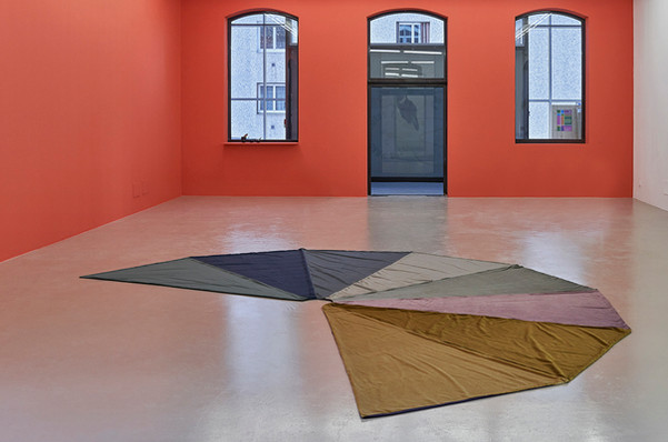 Insulaire (avant l'orage), 2016-2020. Piece for 1 person 170cm tall. Velvet, cotton. 520x520cm. With the help of Julia Richert Lebon. IAC Villeurbanne.  Inspired by the scientific diagrams of the visual field, Insulaire is displayed as a drawing on the floor. It captures the colour of a stormy sky, translated into velvet sections which create shiny and unpredictable effects as we gradually skirt it. If we stand in the middle, we could open our mind to this sketch horizon. Insulaire is also wear as a cape by a still female performer, as she brings the sky on her shoulders.  ©Thomas Lannes
