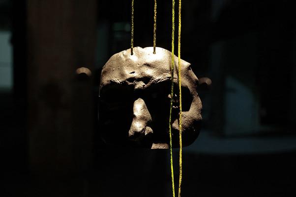 Regarder le soleil, 2019. Capture of SUZANNE.  Lead, cotton, pigments, oral partition.  With the help of Eric Feriot and Gerald Petit. Palais de Tokyo, Paris.  ©Photo : Benjamin Petiet
