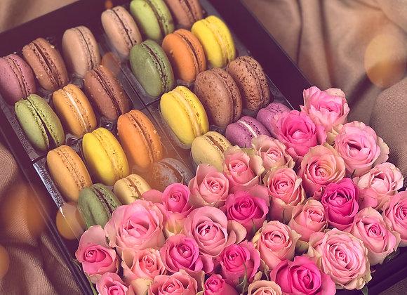 Flowers & 24 Macarons Gift Box