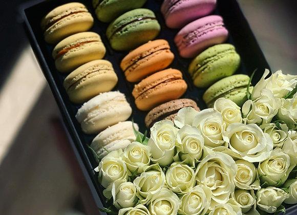 Flowers & 15 Macarons Gift Box