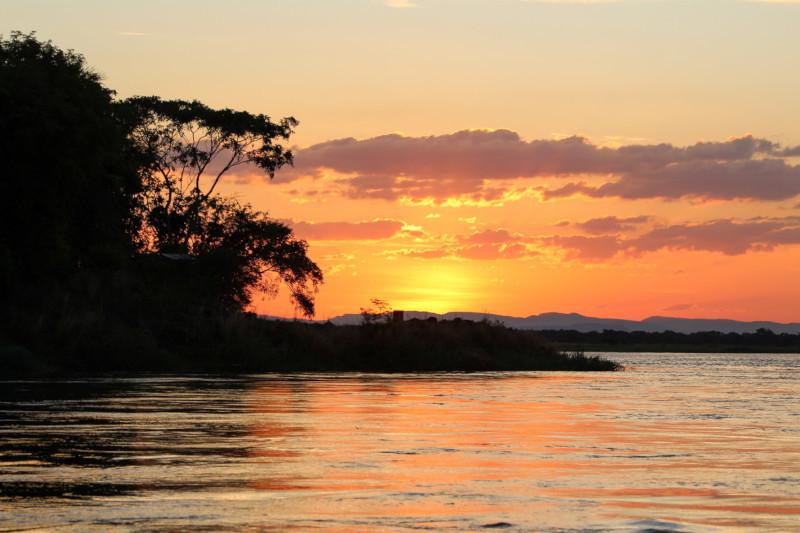 miriam-makeba-paul-simon-under-african-skies