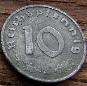 10 Пфеннигов,10 Рейхспфеннигов 1943 года, Германия, Німеччина,Монета, Монеты, 10 Reichspfennig 1943,Deutsches Reich,Oak leaves,Дубовые листья на монете,Coat of arms,Герб,Fauna, Фауна, Пташка, Bird,Птица, Eagle, Орел на монете.