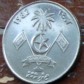 1 Руфия, 1982 года,Мальдивы, Монета, Монеты, 1 Rufiyaa1982, Republic of Maldives,Мотузка, Морський вузол, Rope, Sea knot,Веревка, Морской узел на монете,Emblem of the Maldives,Эмблема Мальдив на монете.