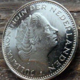 2½, 2,50Гульдена, 1980 года, Нидерланды, Монета, Монеты, 2½, 2,50Guldens1980, NEDERLAND, Корона, Crown, Sword,Меч,Фауна, Лев, Lion на монете, Королева Юлиана на монете.