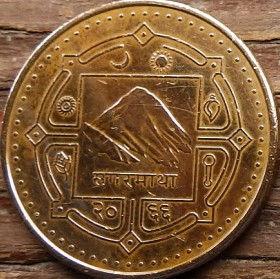 2 Рупии, 2009 года, Непал, Монета, Монеты, 2 Rupees 2009, Nepal, Селянин, що оре на двох буйволах, Peasant plowing on two buffaloes, Крестьянин, пашущий на двух буйволах на монете, Гора Еверест, Релігійні символи, Mount Everest, Religious symbols, Гора Эверест, Религиозные символы на монете.