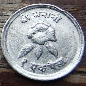1 Пайса, 1971 года,Непал, Монета, Монеты, 1Paisa 1971, Nepal,Флора, Квітка,Flora, Flower,Флора, Цветок на монете,Гора,Місяць, Зірка,Mountain, Moon, Star,Гора, Месяц, Звезда на монете.